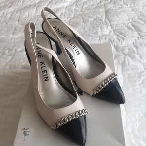 Anne Klein woman's size 7 heels